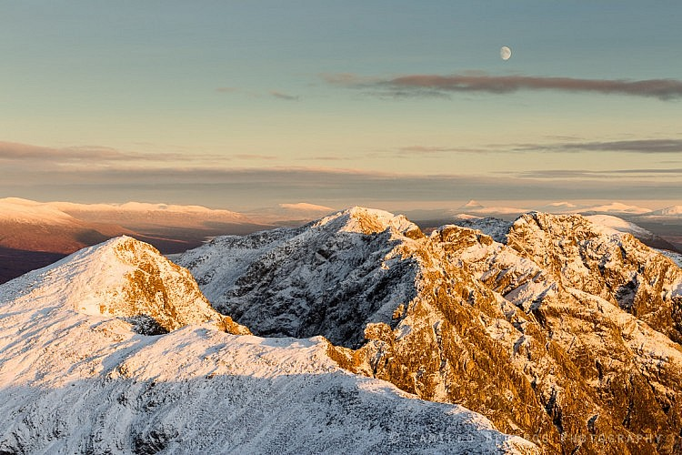 Moonrise above the impressively shaped Aonach Eagach