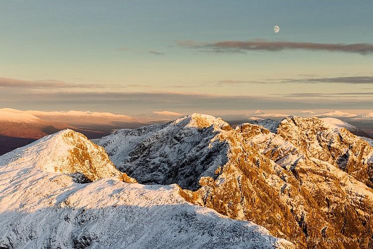 Moonrise above the impressively shaped Aonach Eagach